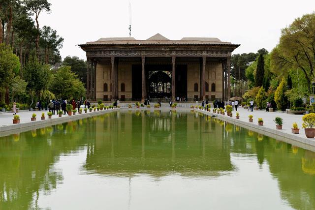 باغ چهل ستون اصفهان-اجاره ماشین-اجاره خودرو